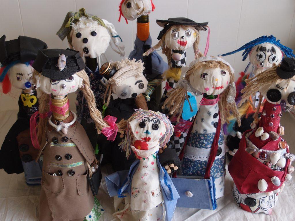 小学生による空き瓶を使った人形づくり
